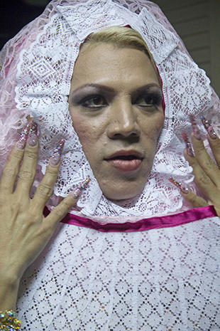"Mexico's indigenous ""muxes"" defy gender norms"