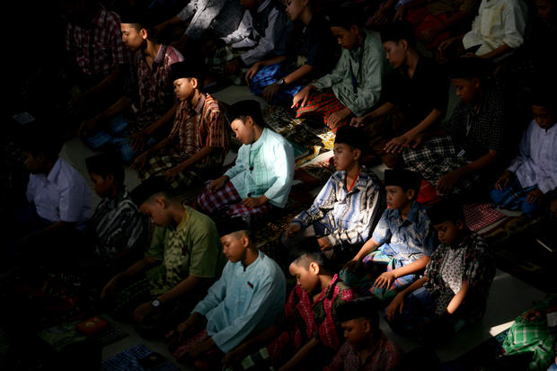 Indonesians mark start of Ramadan