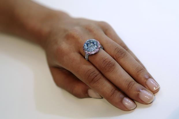 Massive flawless diamond goes to auction