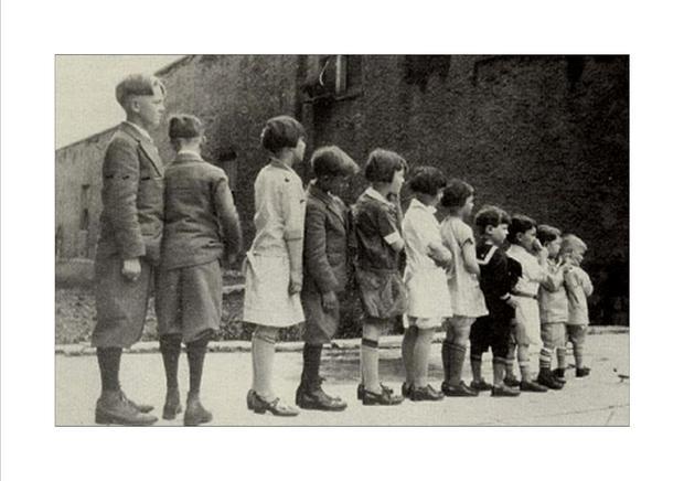 008_Children_ready_to_board_an_orphan_train_in_New_York.jpg
