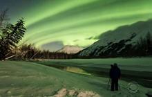Photographer captures fleeting glimpse of nature's greatest light show