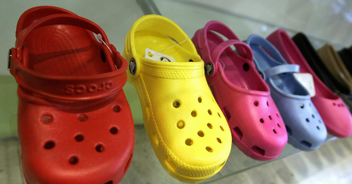 2212d5e75fbb18 Crocs closing owned manufacturing facilities but not going out of business