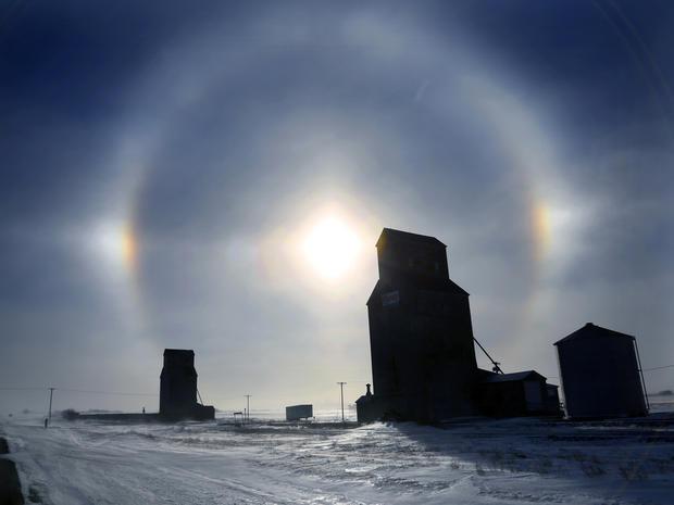 freeze_sundogs_weather_AP27.jpg
