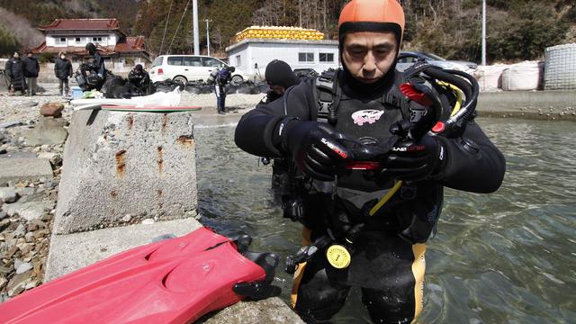 japan-diver-ap199674492838.jpg