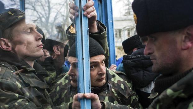 Ukrainian servicemen defend the entrance of the Ukrainian navy headquarters in Sevastopol, Crimea, March 19, 2014.