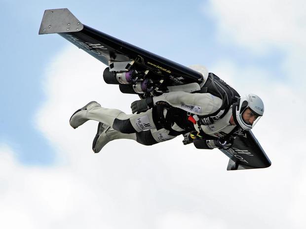 jet-pack-yves-rossy-81079577.jpg