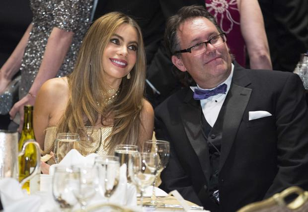 Colombian actress Sofia Vergara poses with a guest at the White House Correspondents' Association dinner in Washington May 3, 2014.