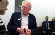 Warren Buffett helps pop the question
