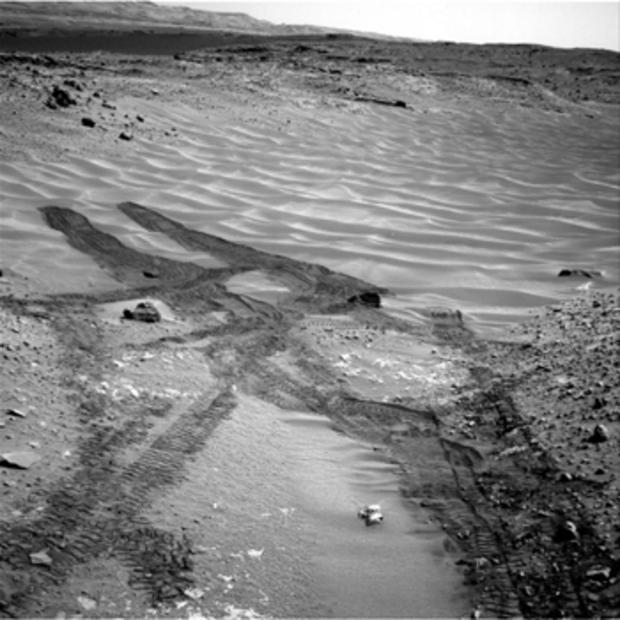 curiosity-rover-mars-sand-dunes350.jpg