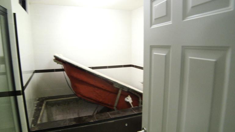 bathtub-escape-hatch.jpg