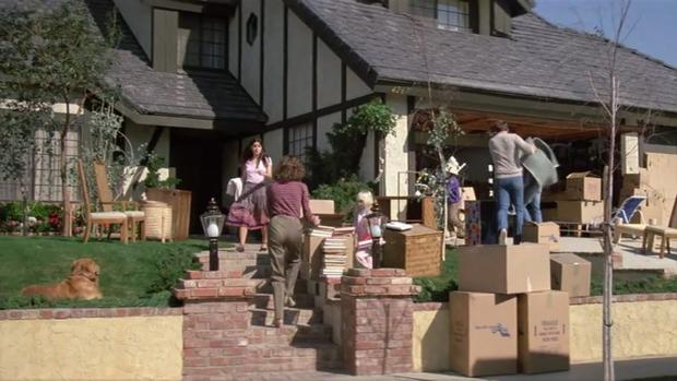 "the ""poltergeist"" house, 1982 - then and now: horror movie locations"