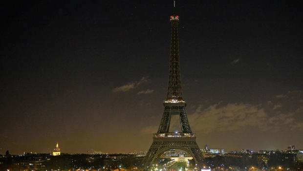 Thousands react to Paris shooting