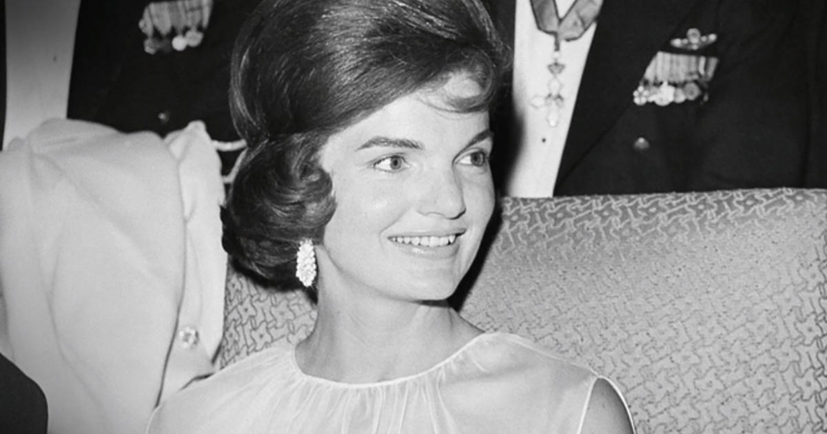 jacqueline kennedy onassis essay (mattern) jacqueline kennedy onassis was by far the most iconic fashion figure of the 1960's she shaped fashion especially for women in her own time, but more than just being a significant influence on how women dressed in the 1960's her style has transcended the boundaries of time and the modern.