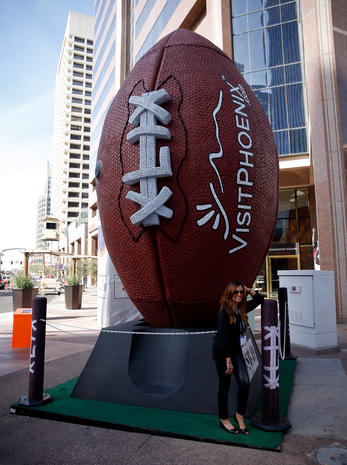 Fans and players get ready for the Super Bowl
