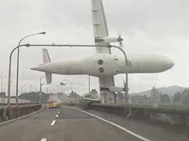 taiwan-plane-crashing.jpg