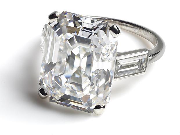 19engagement-ring-worn-by-hsh-princess-grace-of-monaco-promo.jpg