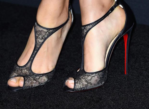 high-heels-462685142.jpg