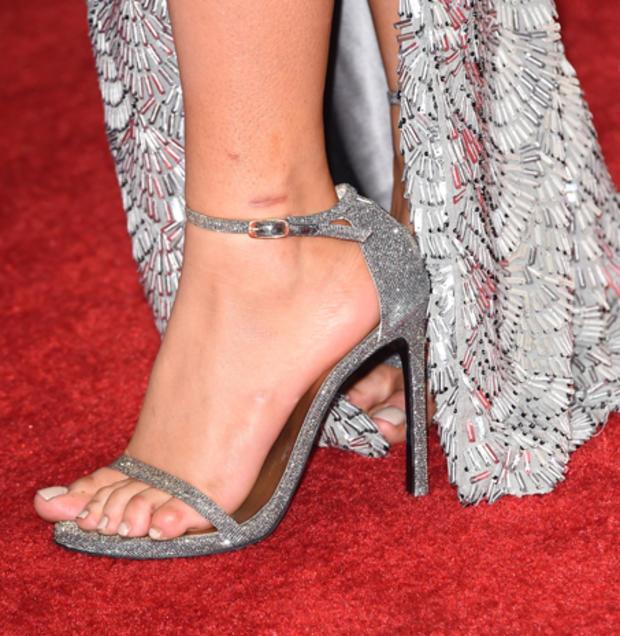 high-heels-463154366.jpg