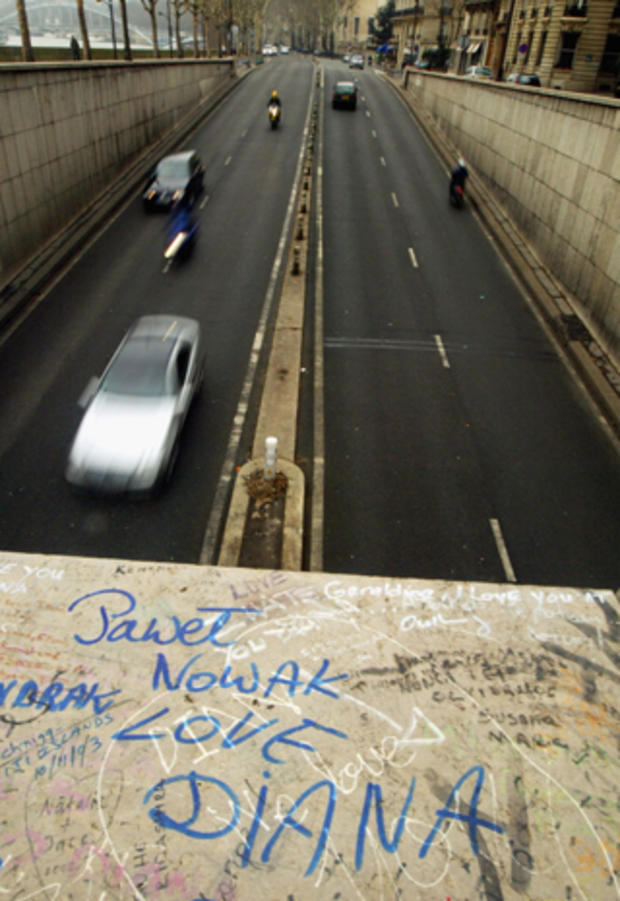 diana-paris-tunnel-entrance-2845771.jpg
