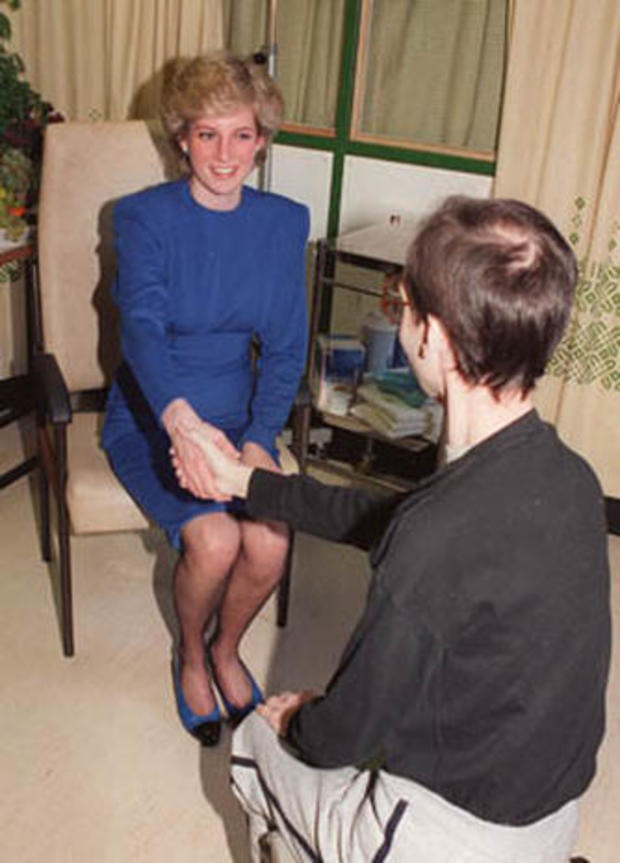 princess-diana-hospice-1987.jpg