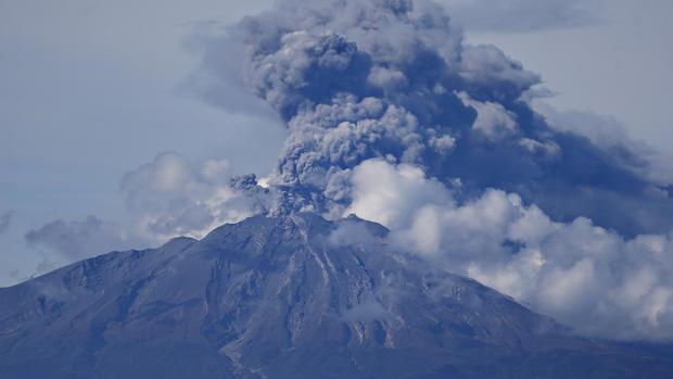 Dramatic volcano eruption in Chile