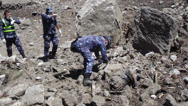 Soldiers recover a body after a massive avalanche triggered by last week's earthquake overwhelmed Langtang village
