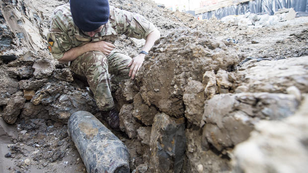 Wwii Bomb Unearthed In London Forces Evacuations Cbs News