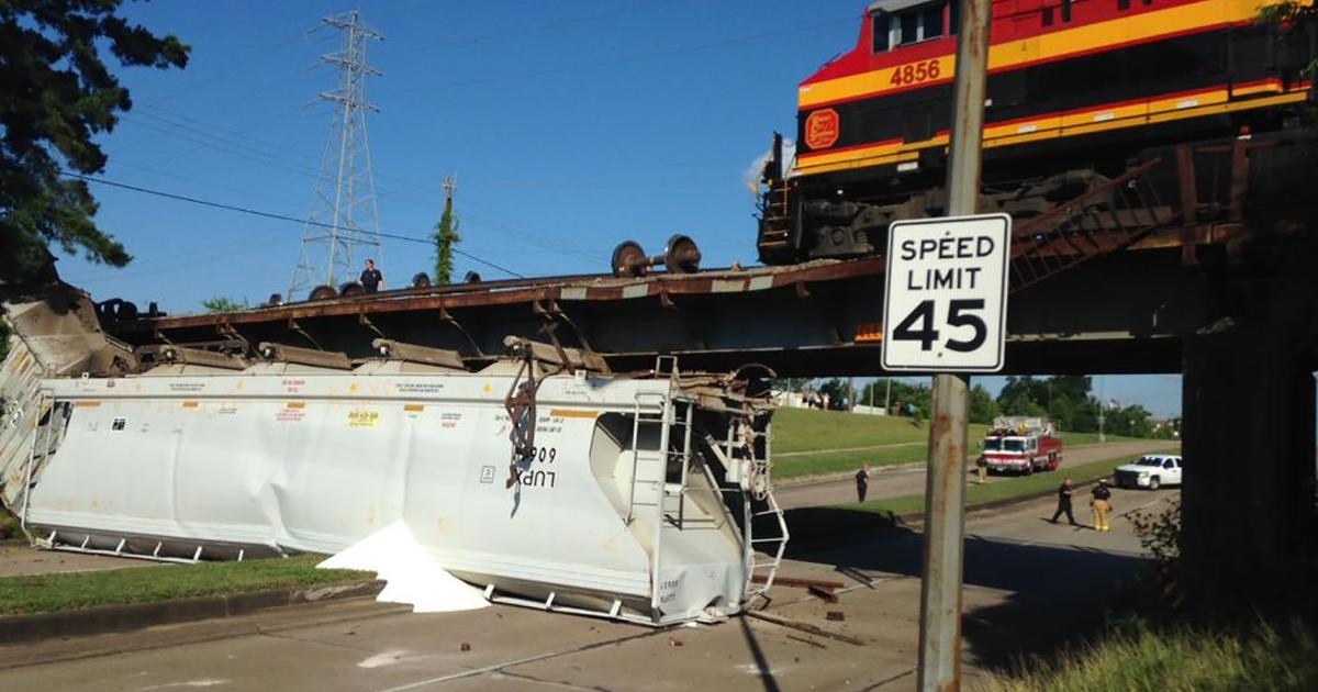 84 Car Freight Train Derails In Houston Cbs News