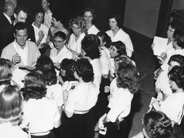 pat-boonewith-fans-1961.jpg