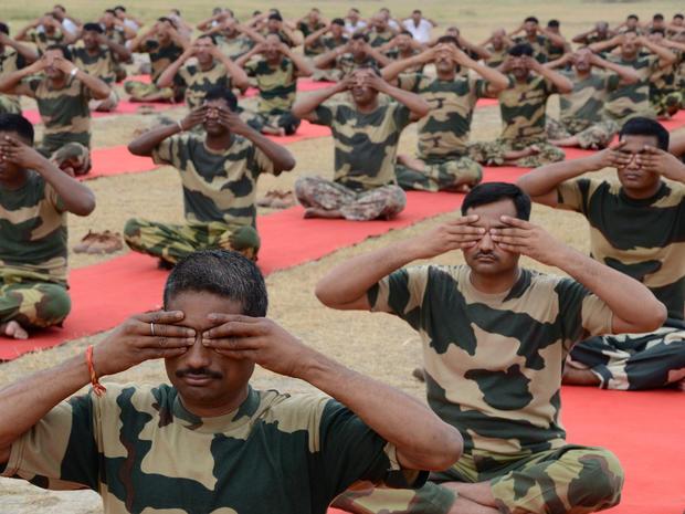 yoga-india-477981174.jpg