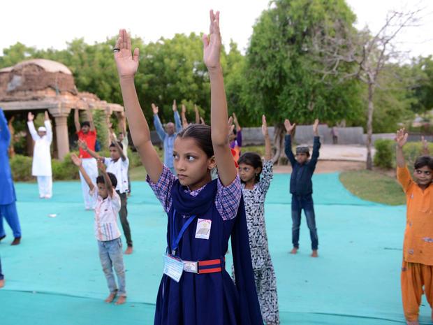 yoga-india-477971570.jpg