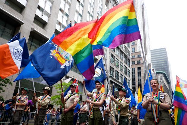 127206282015gayprideparade.jpg