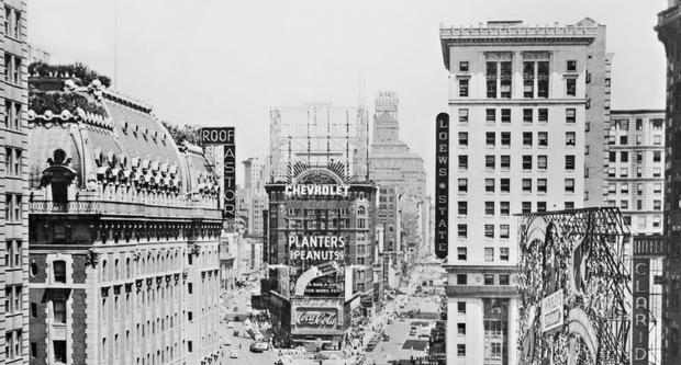 times square astronomers analyze the kiss alfred eisenstaedt s