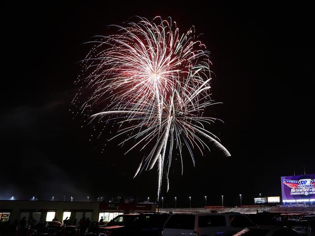 fireworks-2015-getty-479403260.jpg