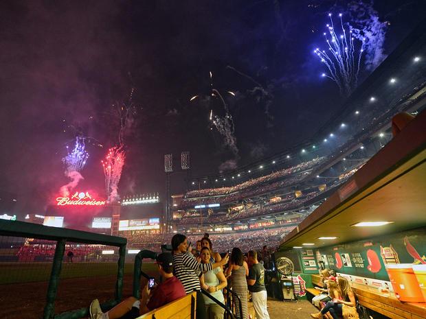 fireworks-2015-getty-479402520.jpg