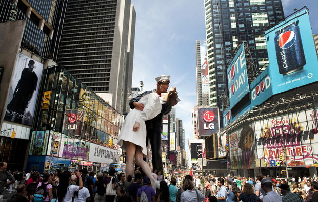 the kiss sculpture in times square astronomers analyze the kiss