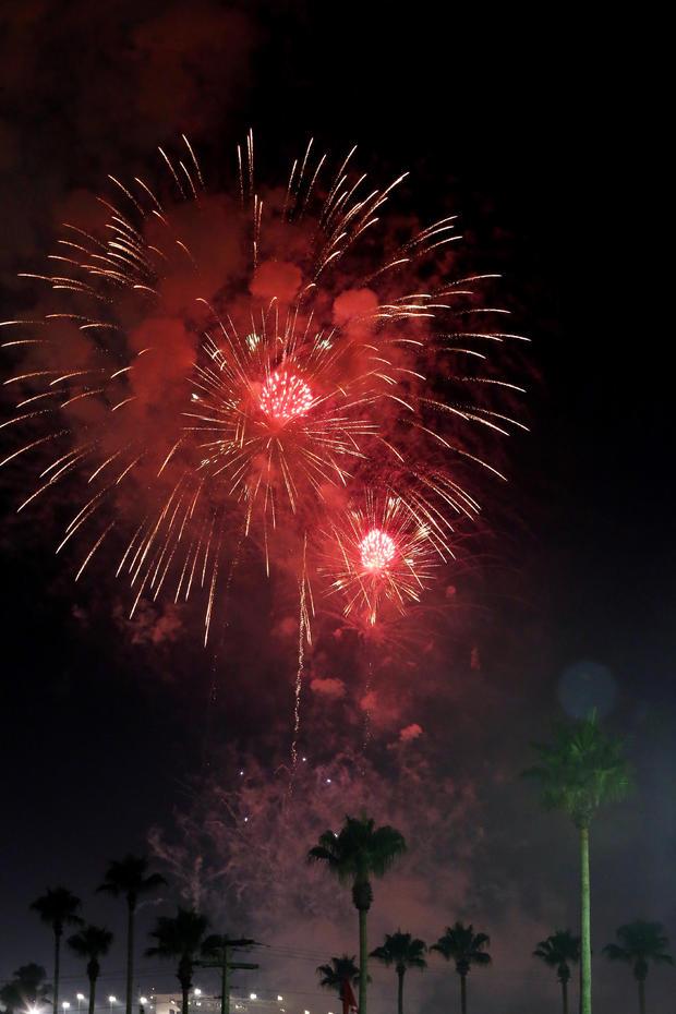 fireworks-daytona-beach-479500614.jpg