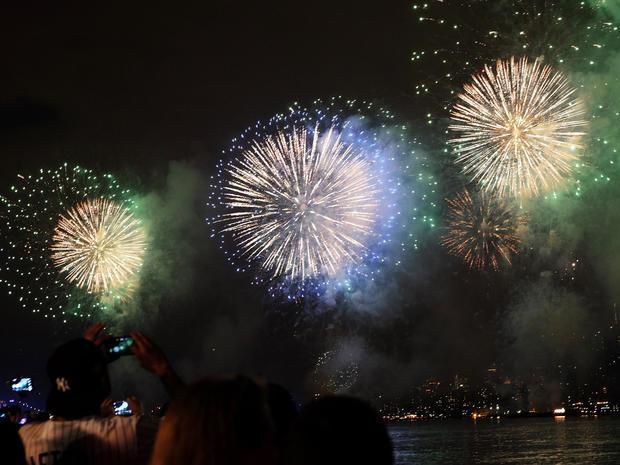fireworks-nyc-479506450.jpg