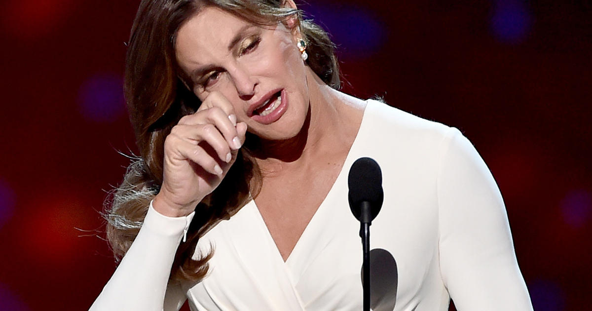 caitlyn jenner gets emotional in accepting arthur ashe courage award