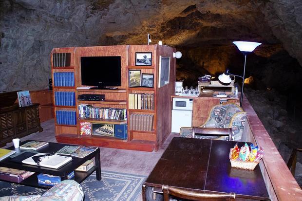 caverbhotelroom.jpg