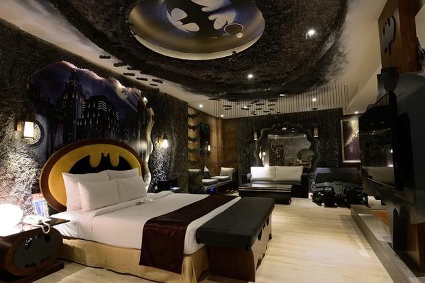 batman-hotel-room.jpg