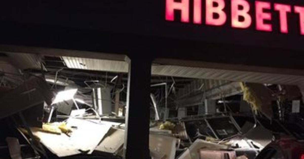 Alabama tornado? 5 injured when storm hits Wal-Mart - CBS News
