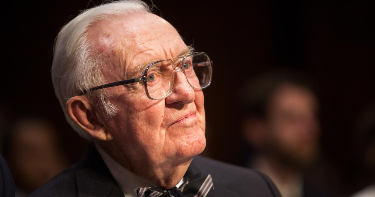 Retired Supreme Court Justice John Paul Stevens calls for repeal of Second Amendment