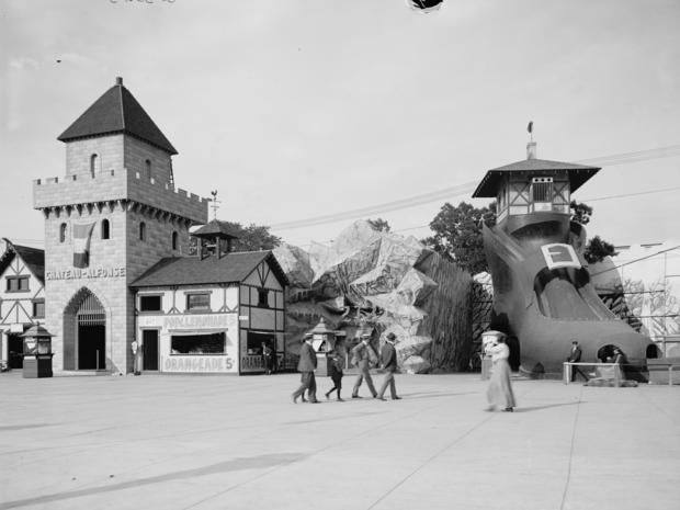 amusement-parks-old-shoe-luna-park-cleveland-loc.jpg