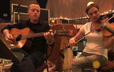 "Jason Isbell and Amanda Shires perform ""24 Frames"""