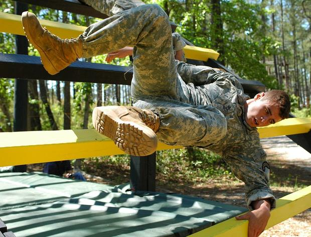 1280px-soldiernegotiatesthedarbyqueenobstaclecourseduringthe2007bestrangercompetition.jpg