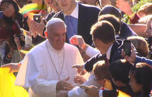 Thousands line D.C. streets to catch glimpse of Pope Francis