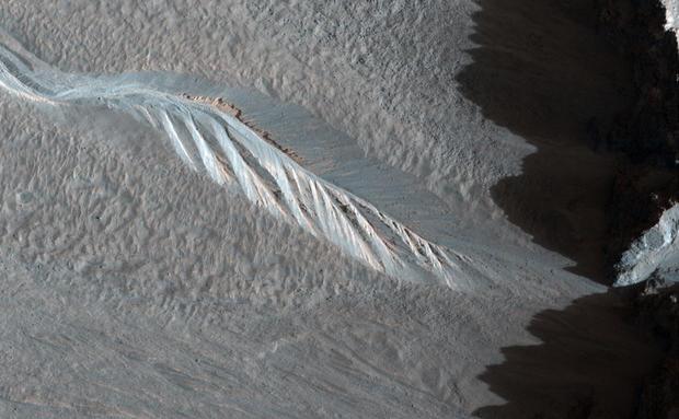 111120090348142001257935193since-2006-nasas-mars-reconnaissance-orbiter-mro.jpg