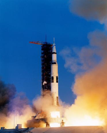 Apollo 13 - Newly released photos of Apollo moon missions