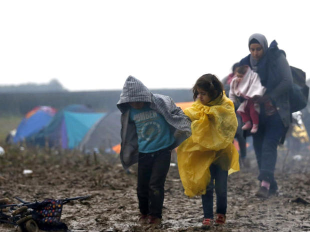 migrant-childrent-struggle-across-flooded-fields.jpg
